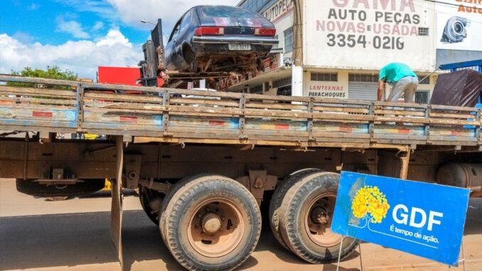Na primeira fase da operação foram retiradas 372 carcaças das ruas do Distrito Federal. Um cuidado a mais do GDF em combater focos de dengue e de outras doenças | Foto: Paulo H. Carvalho/Agência Brasília